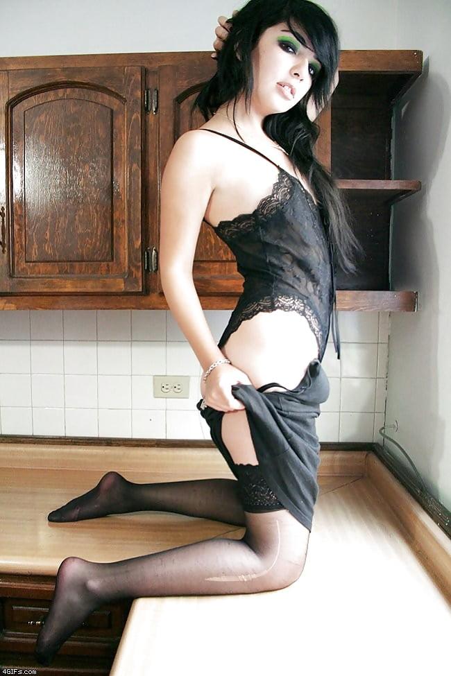 Novia emor en la cocina
