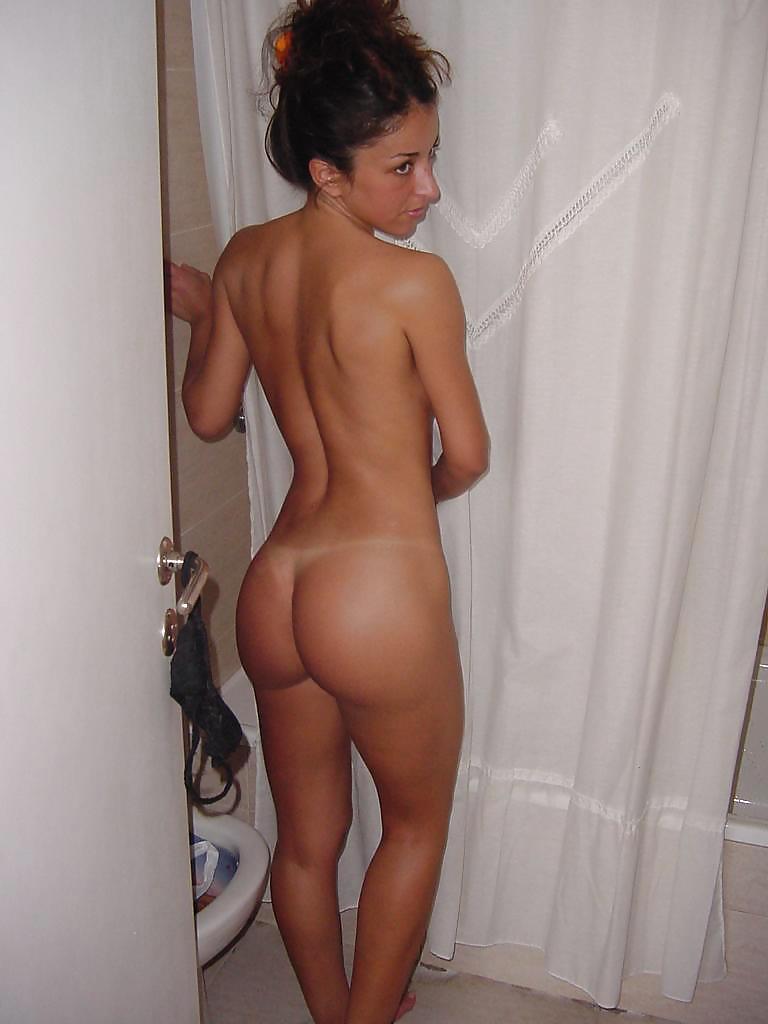 desnuda en la ducha