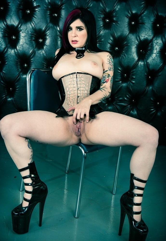 corsets chica desnuda