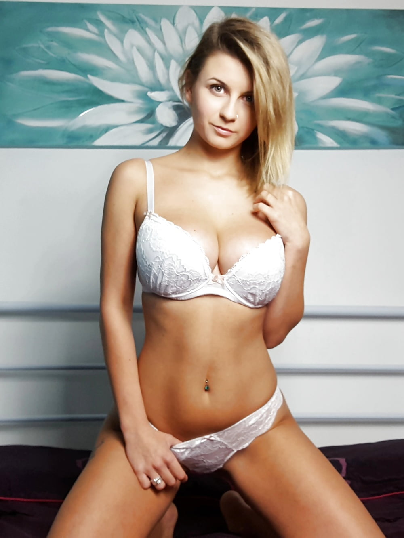 sexy tetona en ropa interior