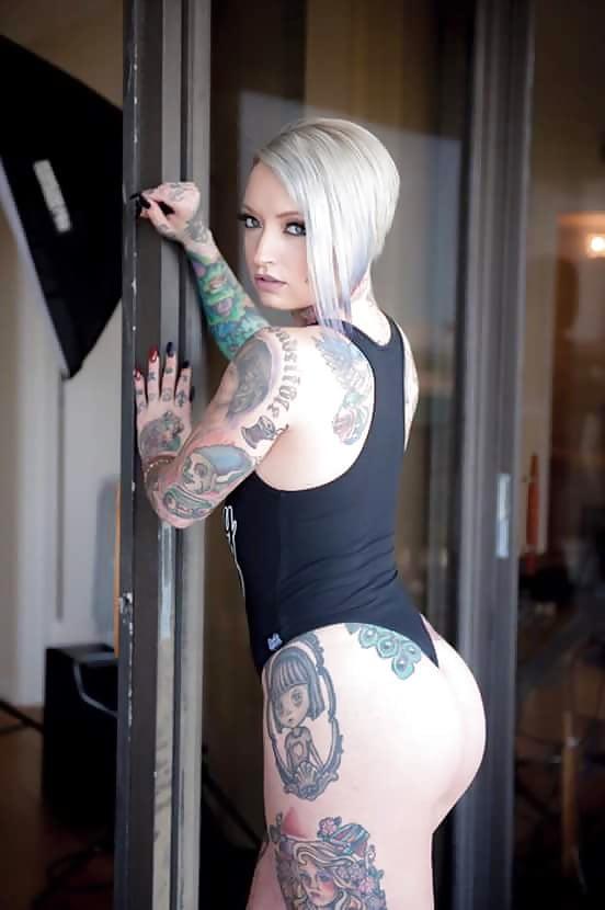 ricas mujeres tatuadas